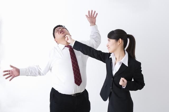 上司が生理的に無理の場合は会社を辞めるべき?