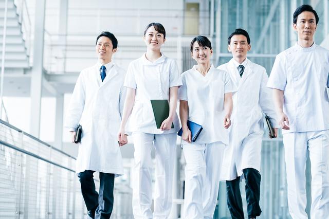 医師と薬剤師の役割と年収の違いなどを徹底解説