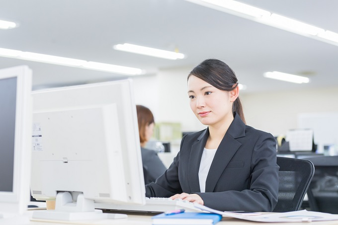 事務職の女性